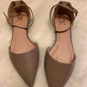 Journee Collection D'orsay Women's Flats. NWT